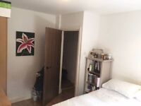 Double Room in modern 3 Bed flat share in Crouch End. Great Transport links and sought-after area.