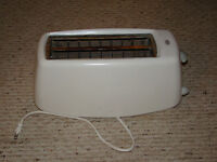 PHILLIPS 4 SLICE TOASTER & B&D ELECTRIC CAN OPENER