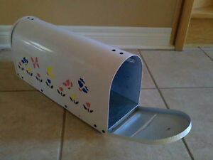 Brand new in box handpainted rural mailbox London Ontario image 1