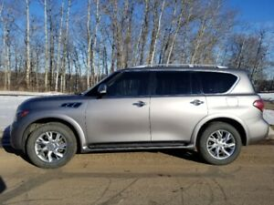 Powerful SUV lnfiniti QX56 2011