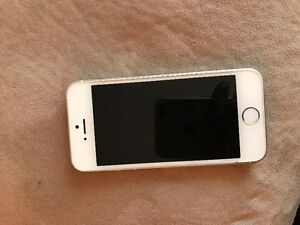 I Phone 5S great shape always secured in a phone case