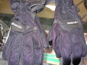 Tourmaster waterproof gloves in large.     recycledgear.ca