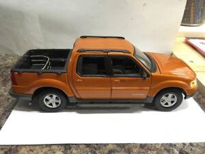 Ford Explorer Sport Trac 1/18 Diecast Voiture en métal