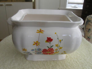 LARGE OLD JAPANESE VINTAGE SOUP TUREEN [NO COVER]