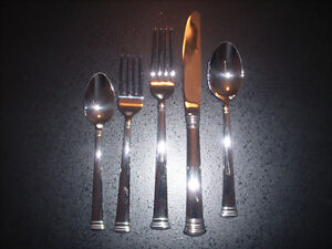 Brand New Lenox Hope placeware with Kirk  Stieff silverware West Island Greater Montréal image 4