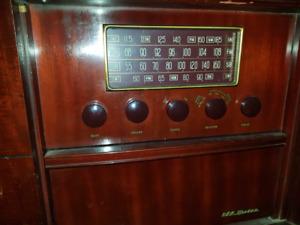 Meuble Radio antique RCA Victor V-312 avec 2 tables tournantes