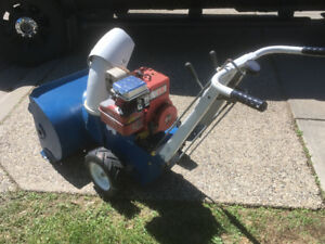 Gas powered Snowblower
