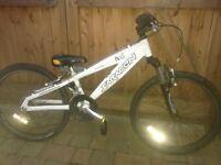 Saracen axl lightweight 7005 aluminium frame 24 inch mountain bike