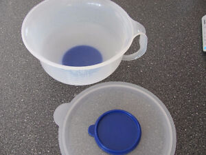 12 Cup Tupperware Mixing Bowl Cornwall Ontario image 3