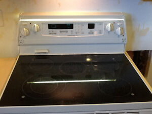 White Stove, Refrigeator, Microwave - All in Great Condition!! Kawartha Lakes Peterborough Area image 3