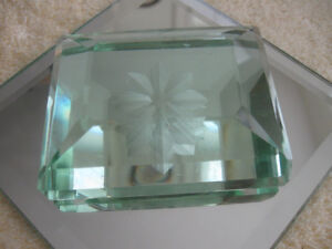 ATTRACTIVE COMPACT HEAVY ETCHED CRYSTAL GLASS PAPER WEIGHT