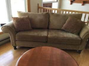 Beautiful Couch Loveseat Excl. condition