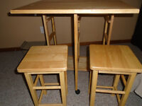 Table On wheels with 2 chairs REAL WOOD 80$