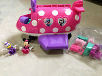 Minnie Mouse Plane and Accessories