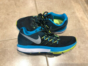Nike Air Zoom Vomero - Size 8