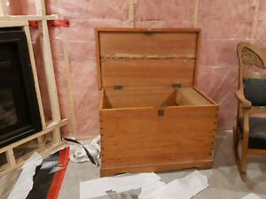 Pine chest/blanket box