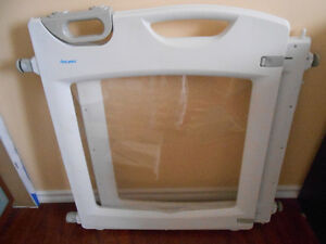 First Years baby gate, perfect quality