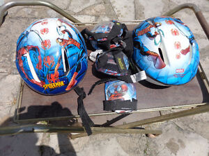 SPIDERMAN BIKE HELMENT AND KNEE PADS