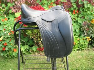Heather Moffett treeless saddle