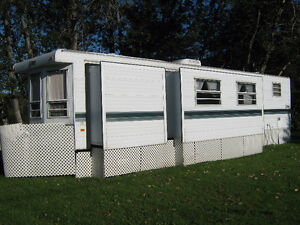 FOR SALE - 1995 - 40 foot TERRY Park Model Trailer