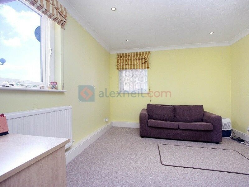 1 bedroom flat in Caledonian Wharf, Isle of Dogs E14