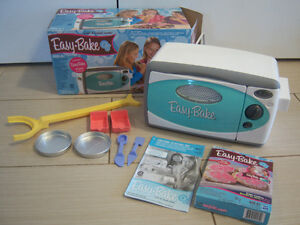 EASY BAKE OVEN AND SNACK CENTRE BY HASBRO
