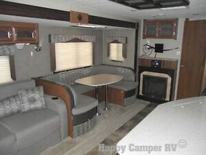 30' Prestigious Travel Trailer with Bedroom Slide-out Moose Jaw Regina Area image 4
