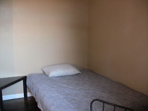 in St-Henri 10x10 room Furnished