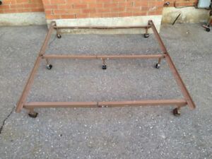 queen bed frame with center support bar