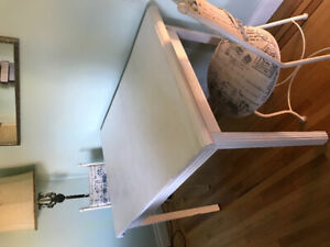 White Dinning table / extendable table