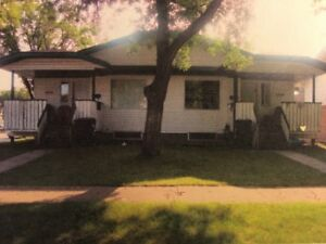 Mayfair, Large 3 Bedroom Duplex, with Covered Deck