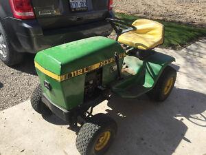 John Deere 112L Lawn Tractor – ST2581