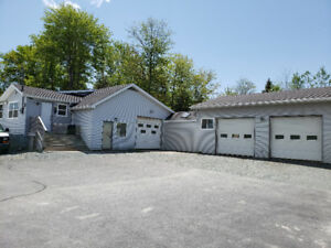 Car lot and mechanical bay with 3 hoist for immediate lease
