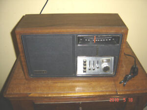 1970's Zenith AM FM Counter Top Radio - near MINT!