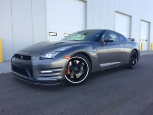 2014 Nissan GT-R black edition Coupe (2 door)