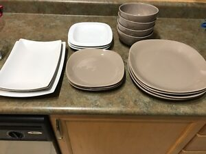 Set of dishes, glasses and cutlery in good condition