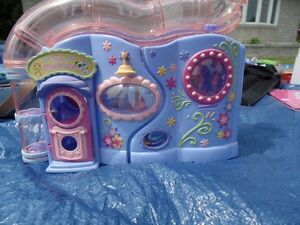 Littlest Pet Shop- Petlovin' Playhouse