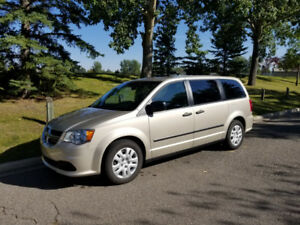 2015 Dodge Grand Caravan CVP w/ set of 2018 winter tires