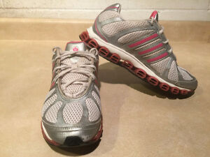 Women's Adidas Running Shoes Size 8 London Ontario image 6