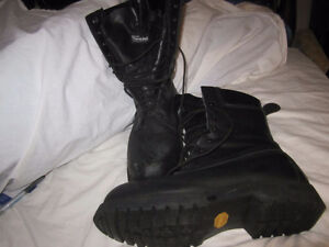 MENS TALL LEATHER, GORE-TEX, THINSULATE, VIBRAM SOLE BOOTS