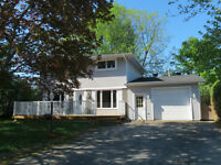 Ottawa House For Sale in Sheahan Estates - 4 Banner Road