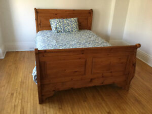 classic sleigh bed - queen size