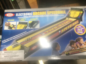 Electronic speedball game