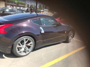370z rare colour 6speed coupe. 27,000k