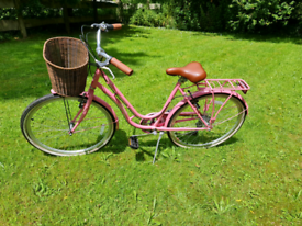 Ladies bike with basket, only used a couple of times
