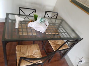 Like new Glass dining table and 4 chairs, only $100