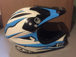Helmet for dirt biking