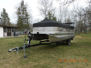 Barely used Avalon pontoon