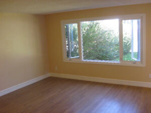 $500 OFF FULLY RENOVATED 3BDRM MAIN FLOOR Available Immediately