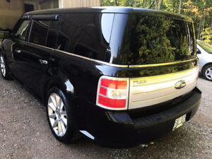 2010 Ford Flex Limited SUV, AWD LOADED with 2 sets rims
